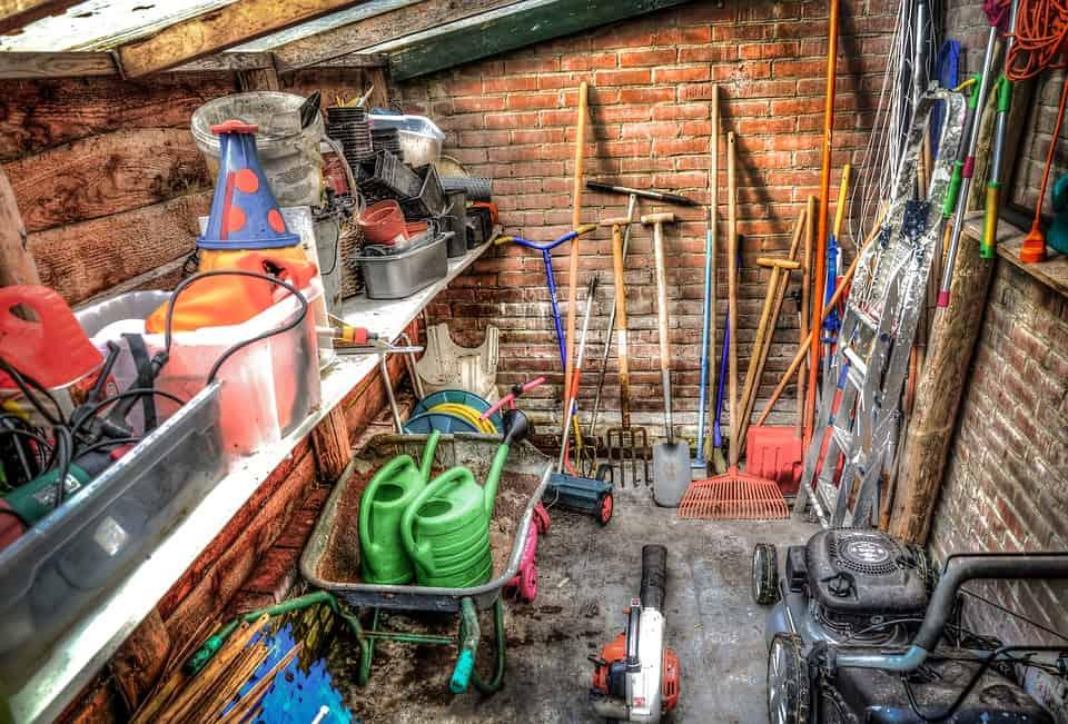 Jak zadbać o narzędzia ogrodowe przed zimą?