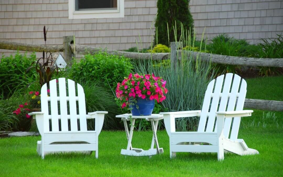 Pielęgnacja trawnika późną wiosną- sprawdź na co zwrócić uwagę