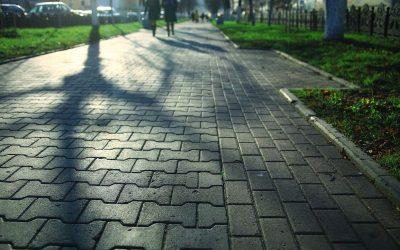Klawiszowanie chodnika  – na czym polega oraz jak mu zapobiec?